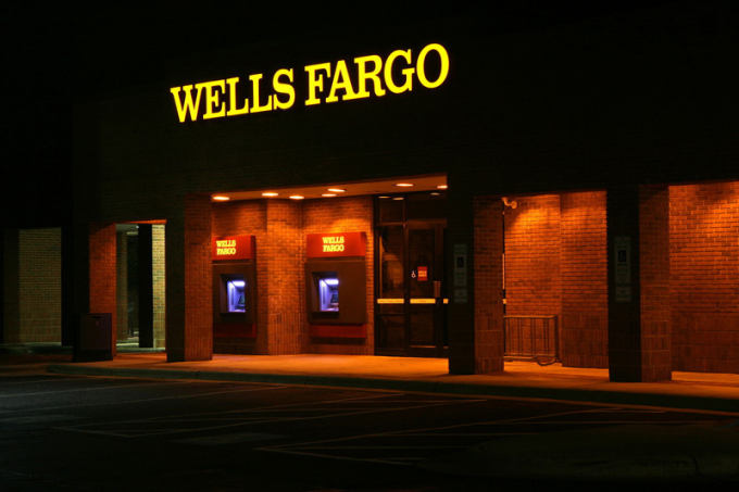 92-wells-fargo-at-night